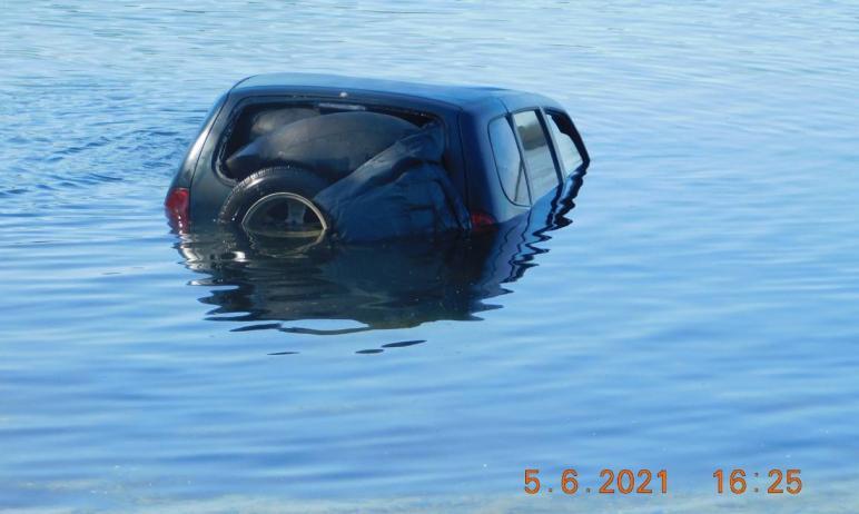 В Челябинской области по требованию регионального минэкологии со дна озера Тургояк подняли автомо