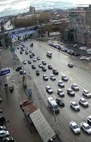 Водители компаний «Яндекс.Такси» и «Ситимобил» устроили акцию протеста из-за резкого снижения дох