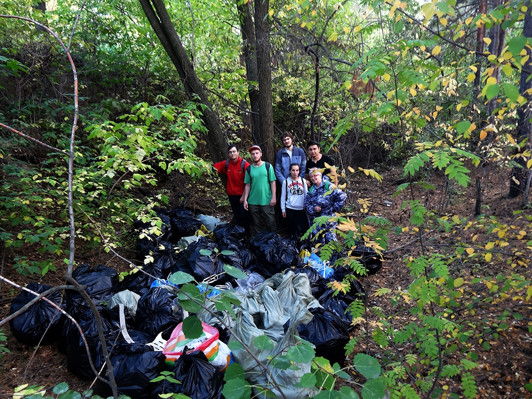 Активисты экологического движения «Челябинские чистомены» взялись за уборку Челябинска. Очистив н
