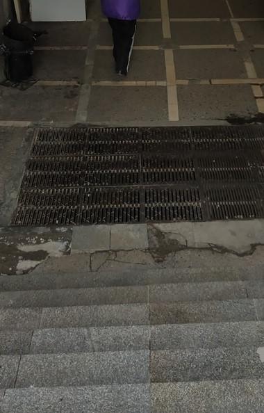 В Челябинске на площади Революции закрыли выход из подземного перехода на трамвайную остановку по