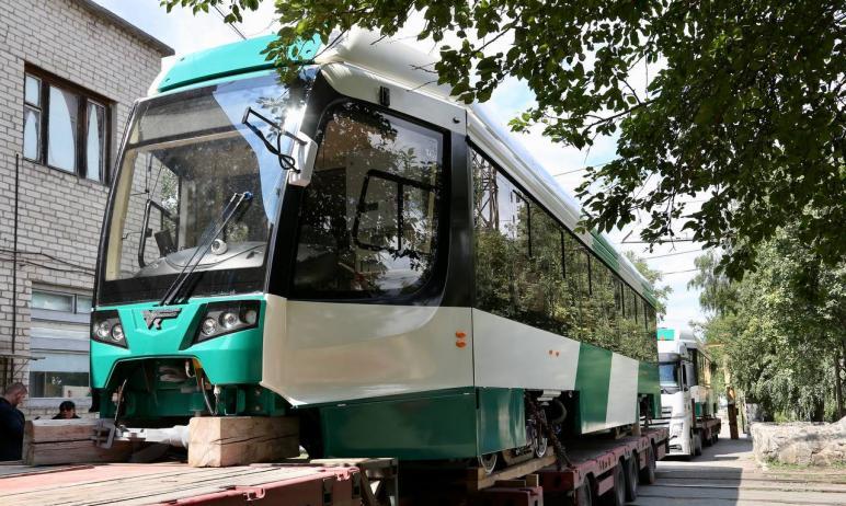 Первые два новых трамвая, собранные на Усть-Катавском вагоностроительном заводе, доставлены в деп