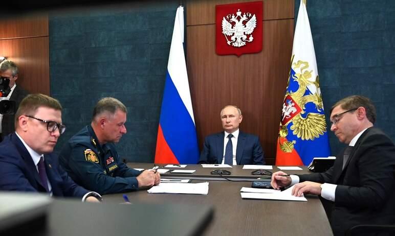 Президент России Владимир Путин совершил облёт на вертолёте районов Челябинской области, пострада