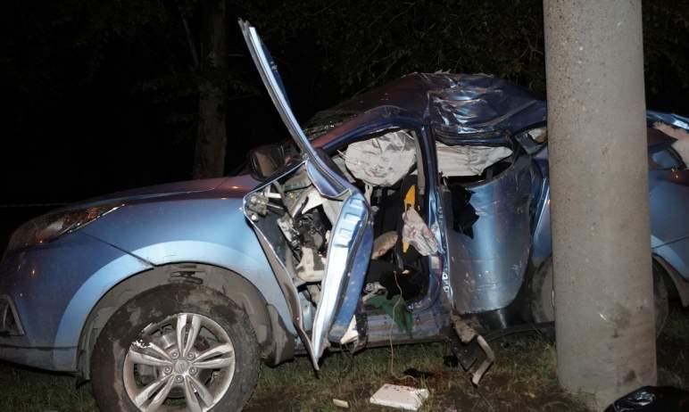 В субботу вечером, 31 июля, в Челябинске водитель иномарки не справился с управлением и врезался