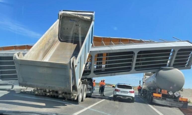 На дороге из Челябинска в Курган, на трассе Р-254, открыли движение транспорта. Рабочие устранили