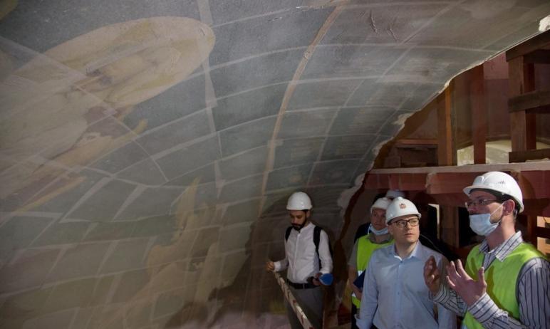 В Челябинске продолжается реконструкция храма Александра Невского, которая была начата год назад.