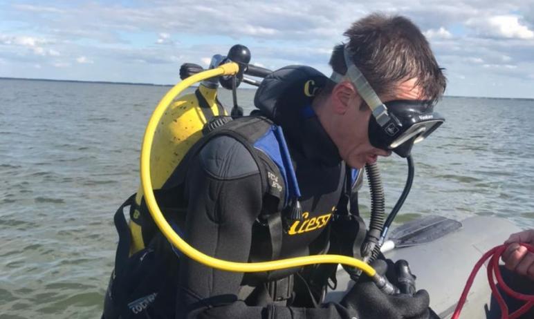 В Увельском районе Челябинской спасатели-водолазы нашли в озере на глубине двух метров тело мужчи