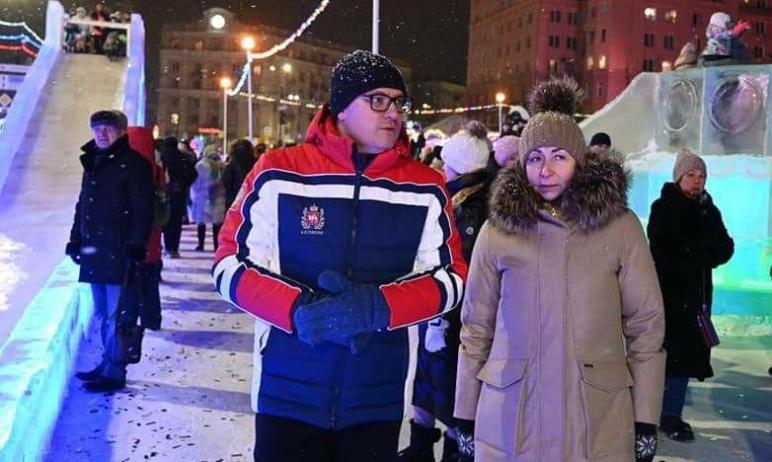 В пятницу, первого января, ледовый городок на площади Революции оценили губернатор Челябинской об