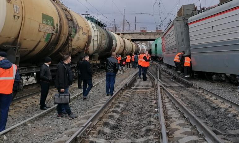 В Челябинской области на станции Златоуст произошел сход с рельсов электровоза и одного вагона гр