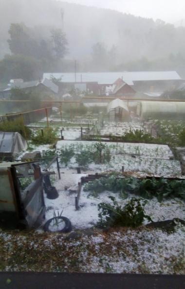Град, выпавший в минувший дни в Златоустовском городском округе (Челябинская область), уничтожил