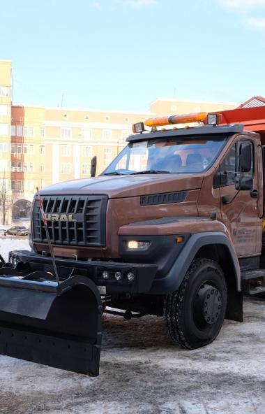 Новая всесезонная комбинированная дорожная машина ВМКД-2015 на шасси «Урал NEXT 6х4» была презент