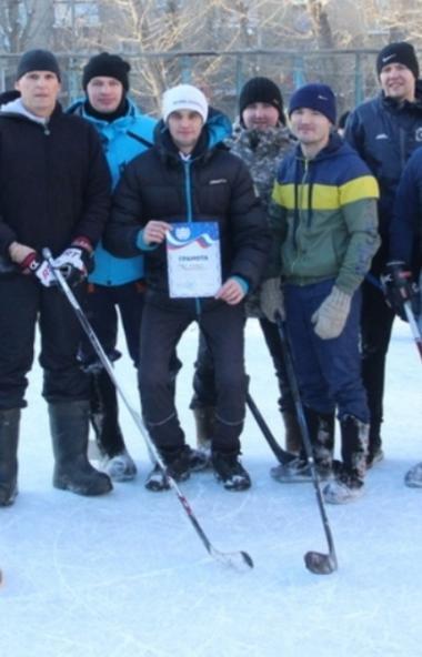 В Челябинске состоялся турнир по хоккею на валенках среди полицейских. Впервые в этом году соревн