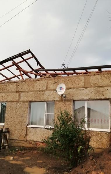 В Челябинской области от шквалистого ветра, сильной грозы пострадал ряд населенных пунктов.