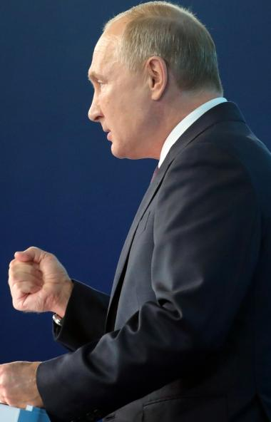 Президент России Владимир Путин призвал членов партии «Единая Россия» самим находить и поднимать