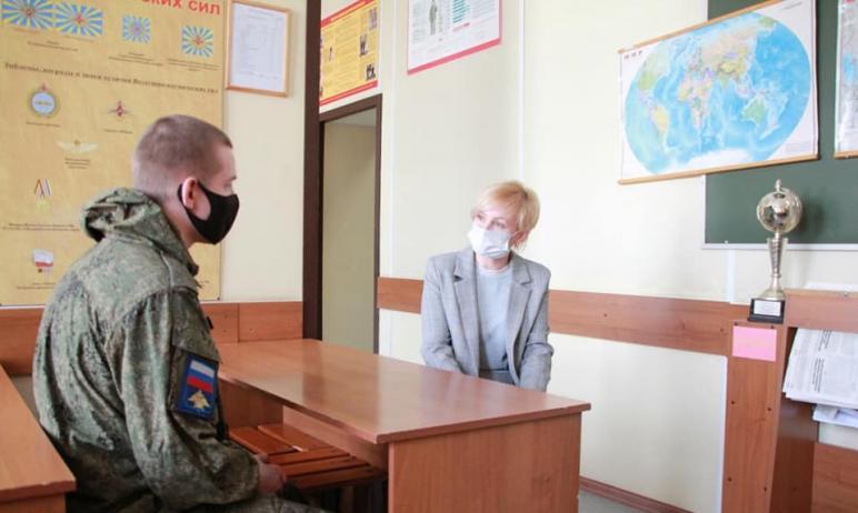 Уполномоченный по правам человека в Челябинской области Юлия Сударенко встретилась с солдатом-сро
