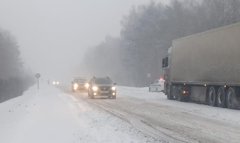 В Челябинской области пока не ослабевают начавшиеся накануне снегопады. В случае ухудшения погодн