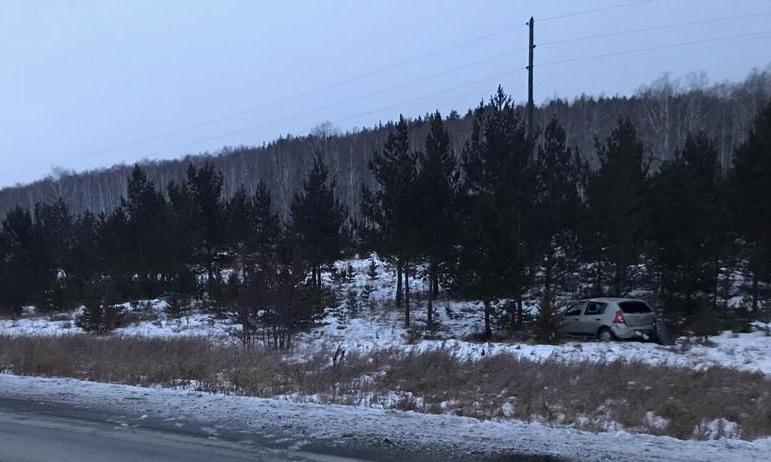В Челябинской области на подъезде к Миассу 31-летний водитель Renault Logan SR не справился с упр