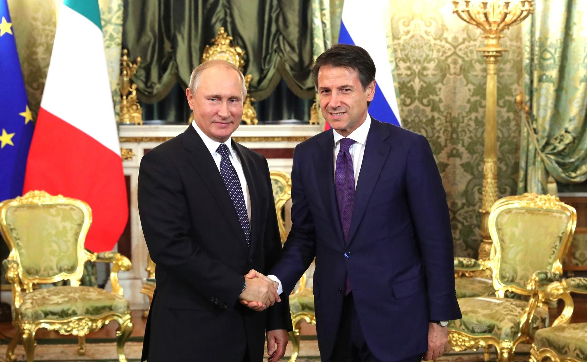 Президент России Владимир Путин и председательСовета министров Итальянской Республики Джузеппе К