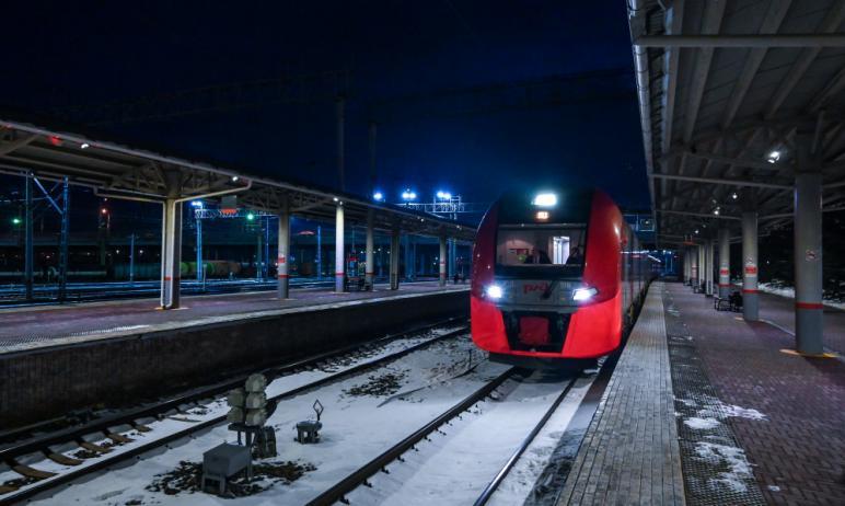Новый скоростной электропоезд «Ласточка», который был запущен по маршруту «Челябинск - Магнитогор