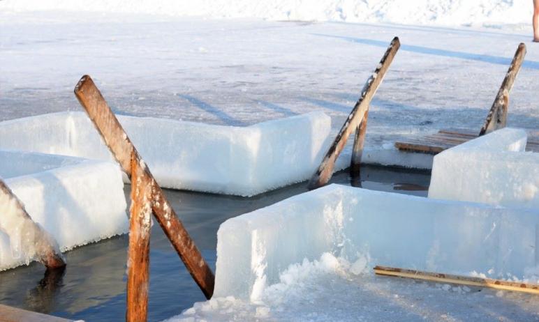 Жителям Челябинской области в 2021 году рекомендуют отказаться от традиции окунаться в купель в К