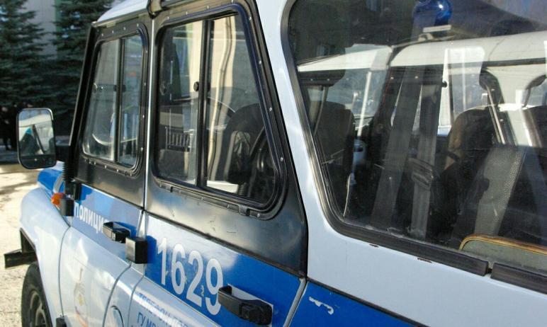 Житель Челябинска отправился в ИВС за удар в лицо сотрудницы полиции, которая в составе группы па