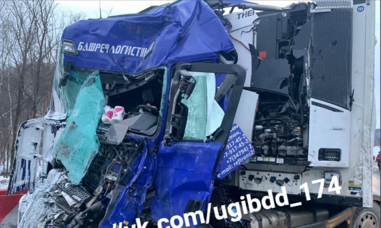 Сегодня, 19 марта, в Ашинском районе (Челябинская область) рано утром водитель грузового автомоби