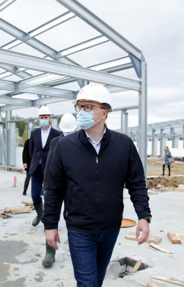 Строительство инфекционной больницы в посёлке Малая Сосновка, недалеко от Челябинска идет строго