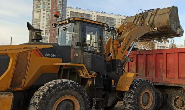 В пятницу, первого января, на улицах Челябинска работает 166 единиц техники. В уборке также задей