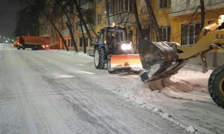 В ночь с пятого на шестое января с дорог Челябинска вывезено две тысячи 583 тонны снега. Это почт