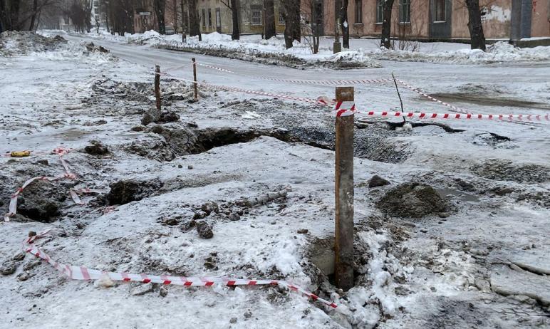Восстановительные работы на водоводе в Ленинском районе Челябинска, где шестого марта произошла к
