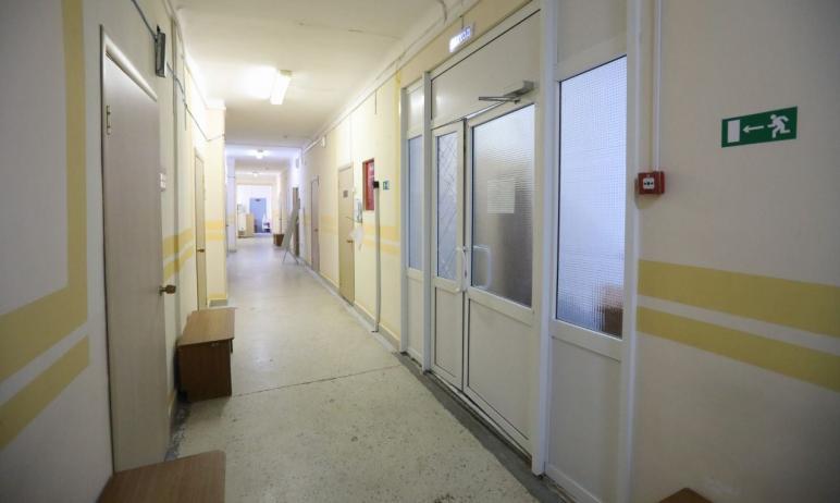Министр здравоохранения Челябинской области Юрий Семенов осмотрел городскую больницу №2, восстано