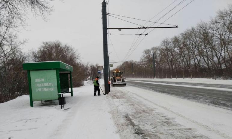 В Челябинске подрядчики продолжают уборку города от снега. В ночьс четвертого на пятое янва