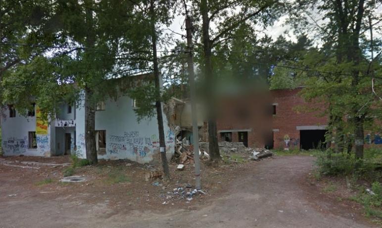 В Челябинске суд по иску прокурора обязал собственника зданий без окон и дверей привести их в пор