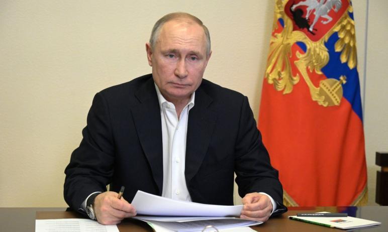 Президент России Владимир Путин объявил выходными первые 11 дней мая.  Соответствующий У