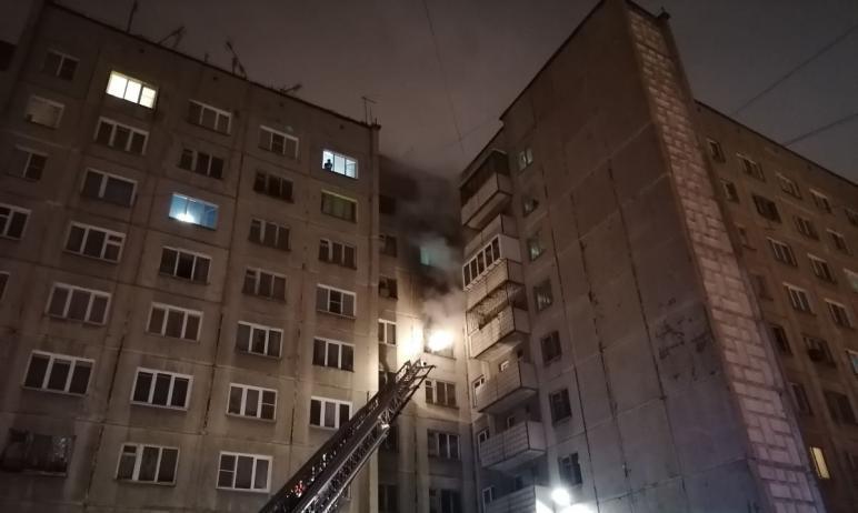 Сегодня, пятого января, в жилом доме, расположенном в центре Челябинска, произошел пожар. Жильцов