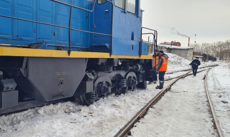 В Челябинской области в среду, 24 марта, тепловоз наехал на сбрасывающее устройство и произошел с