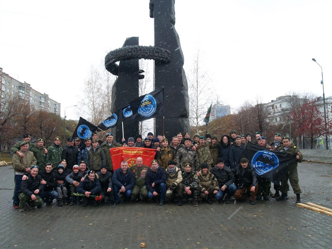Южноуральские разведчики всех поколений в очередной раз собрались возле памятника в честь погибши