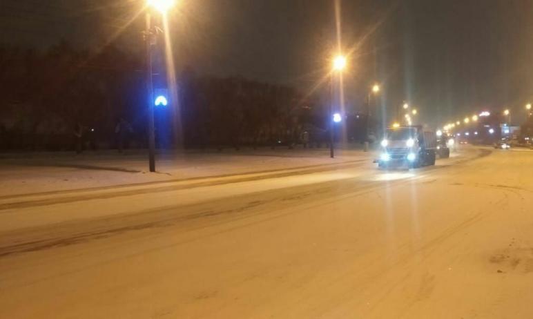В Челябинске за ночь вывезено почти полторы тонны снега. Подрядчики продолжают очистку дорожного