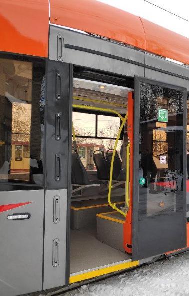 Новый уникальный трамвай - оранжевый красавец модели 71-415, произведенный на предприятии «УралТр