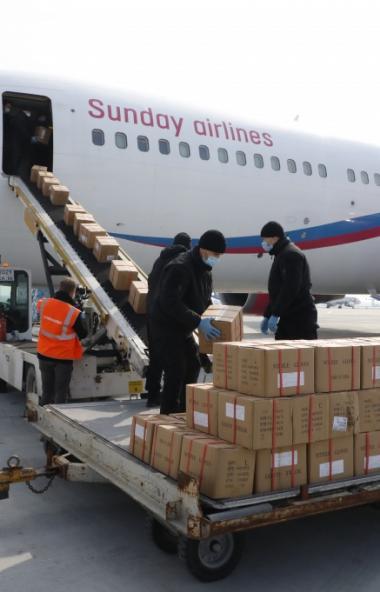 Сегодня, 13 апреля, в Челябинскую области прибудет гуманитарная партия средств защиты для медицин