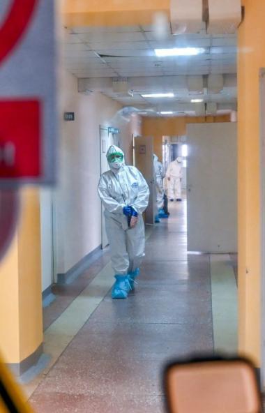 За последние сутки в России официально подтверждено 4 тысячи 785 новых случаев коронавирусной инф