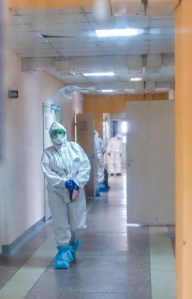 За последние сутки в России официально подтверждено 5 тысячи 642 новых случая коронавирусной инфе