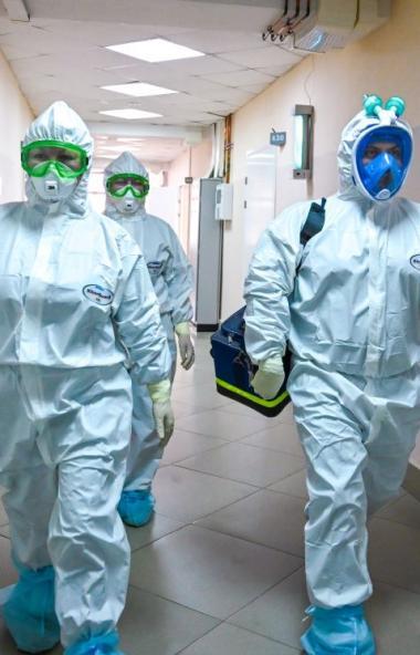 За последние сутки в России официально подтвержден 8 тысяч 984 новых случая коронавирусной инфекц