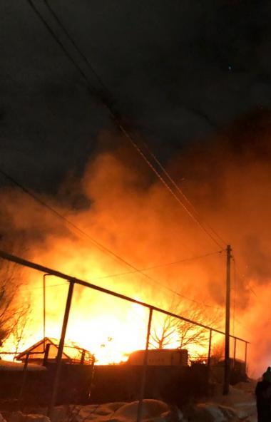 В Полетаево (Сосновский район, Челябинская область) сегодня ночью, 10 января, сгорел дом Натальи
