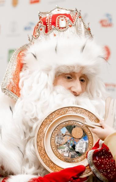 Всероссийский Дед Мороз из Великого Устюга вместе с командой НТВ и ведущим программ «Чудо техники