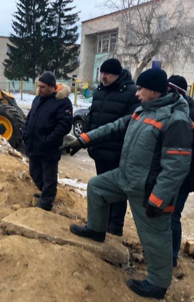 Заместитель губернатора Челябинской области Сергей Шаль месте с главой минстроя Виктором Тупикины