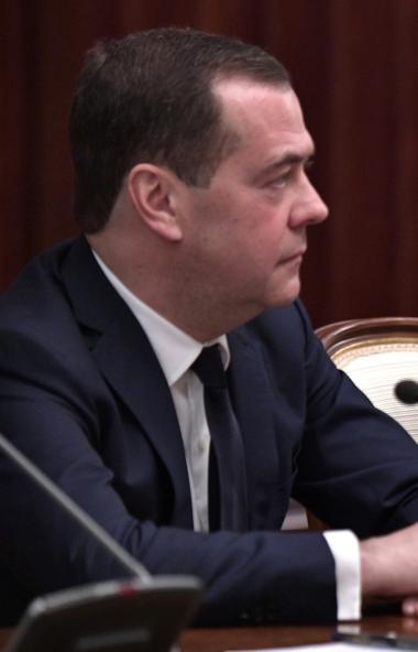 Правительство Российской Федерации в полном составе уходит в отставку. Для премьер-министра Дмитр