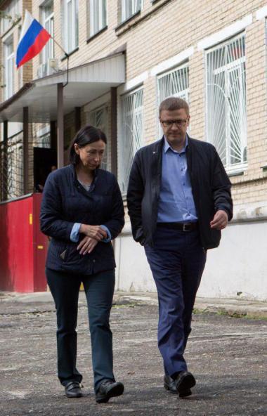 Губернатор Челябинской области Алексей Текслер поздравил Наталью Котову с избранием на должность