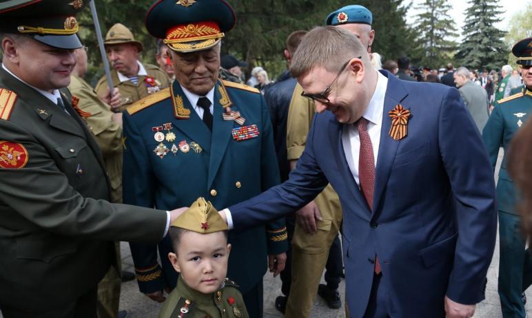Губернатор Челябинской области Алексей Текслер поздравил южноуральцев с Великим праздником - Днем