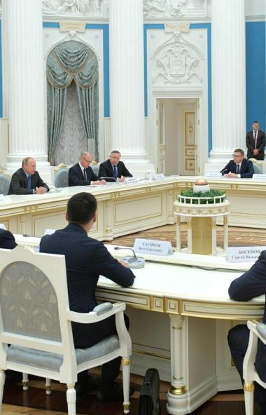Президент России Владимир Путин в Кремле провел встречу с 19 регионов, которые б