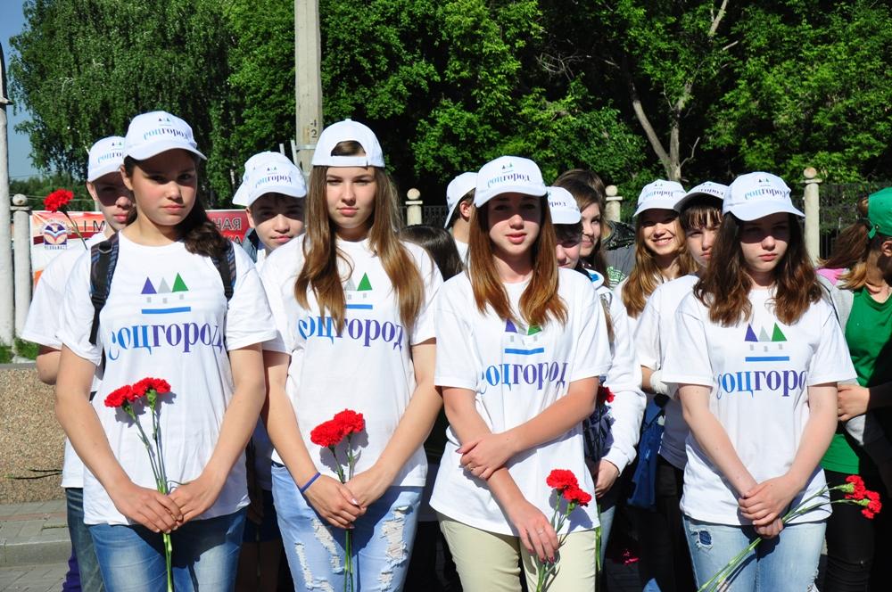 Отдавая дань их памяти, в Металлургическом районе Челябинска провели традиционный митинг-реквием